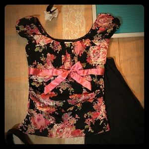 Gorgeous Floral Scoop Neck Top - Sz Lg